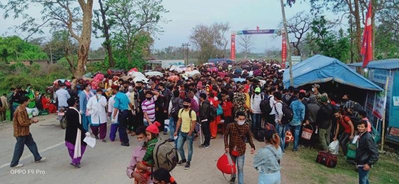 गड्डाचौकीबाट नेपाल भित्रिए एकै दिनमा हजारौँ नेपाली नागरिक